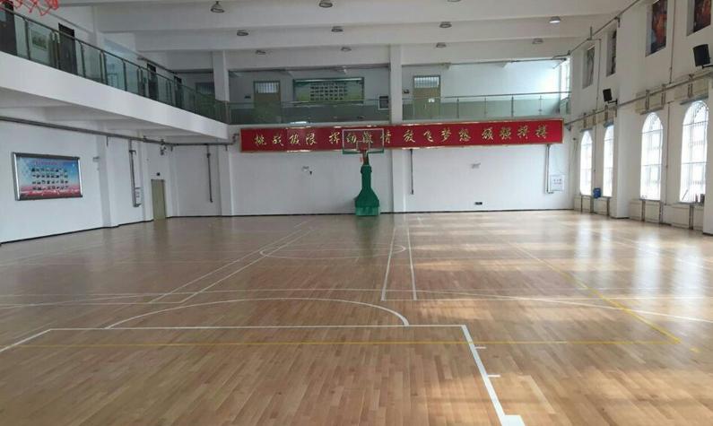 西林一中体育馆
